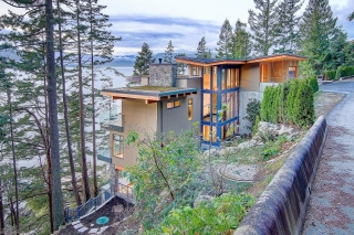611 Riverside Dr, North Vancouver, BC V7H 1V5